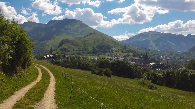Dorf in Katalonien, Pyrenees lizenzfreies stockbild