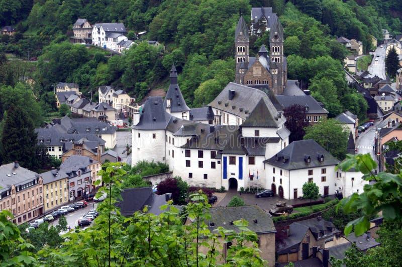 Dorf in Luxemburg lizenzfreie stockbilder