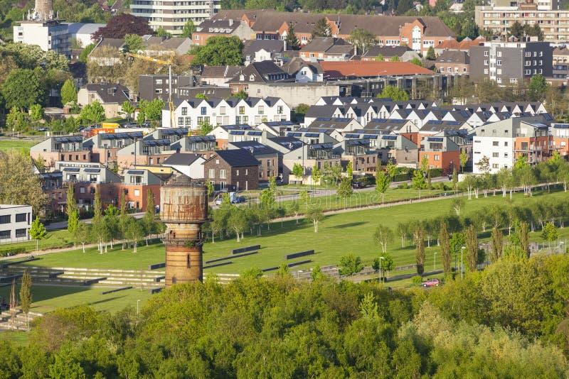 Dorf und ehemaliger Kohlengrubebereich stockfotografie