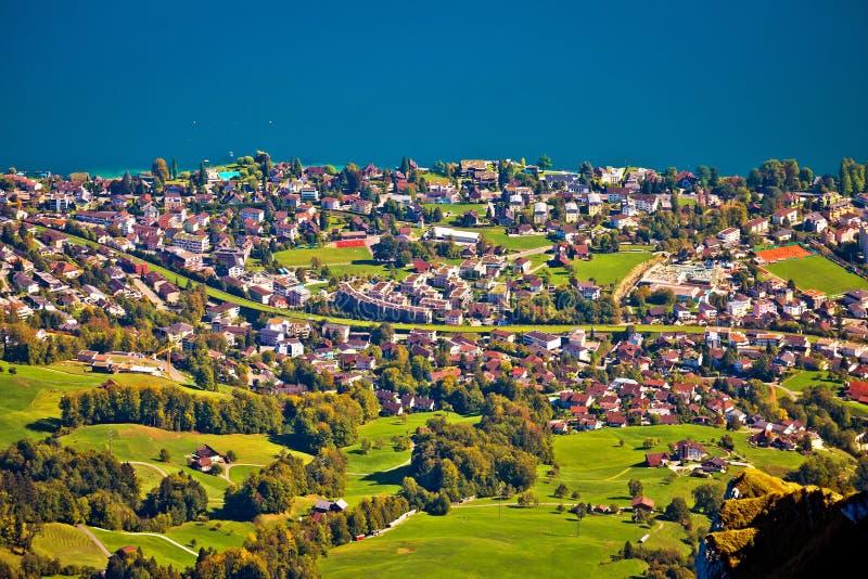 Dorf und See-Luzern-Vogelperspektive Hergiswil vom Berg Pilatus lizenzfreie stockfotografie