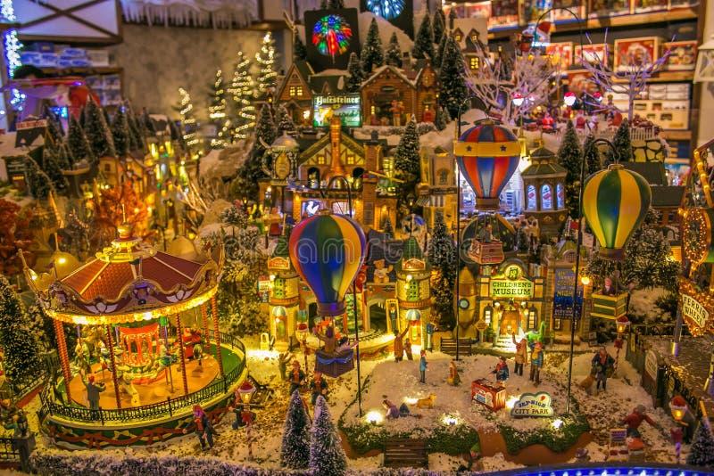 Dorfminiatur am Weihnachtsmarkt von Merano in Italien lizenzfreie stockfotografie