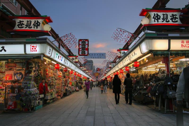 Dori de Nakamise, Asakusa, Tokyo, Japão foto de stock royalty free