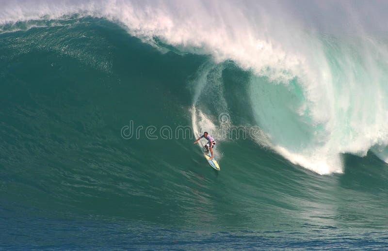 Dorian di Shane che pratica il surfing alla baia di Waimea immagini stock libere da diritti