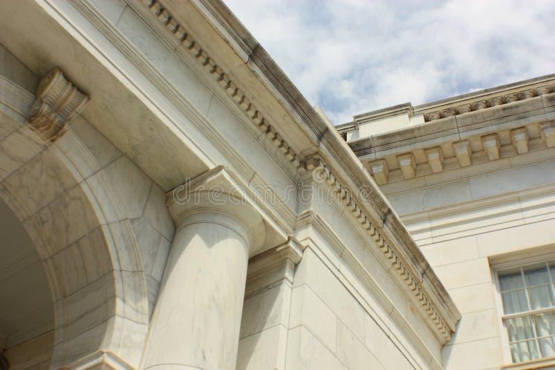 Doric столбцы и архитектурноакустические детали стоковое фото