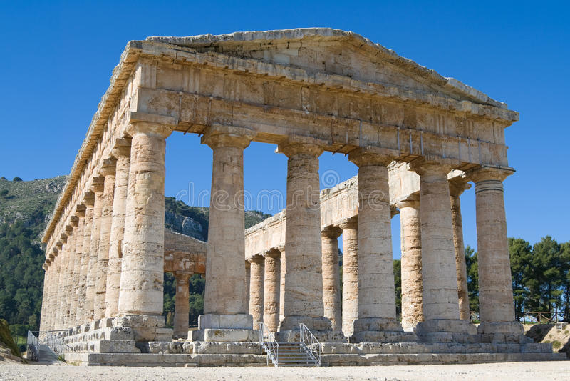 doric fördärvar det segestasicily tempelet arkivfoto