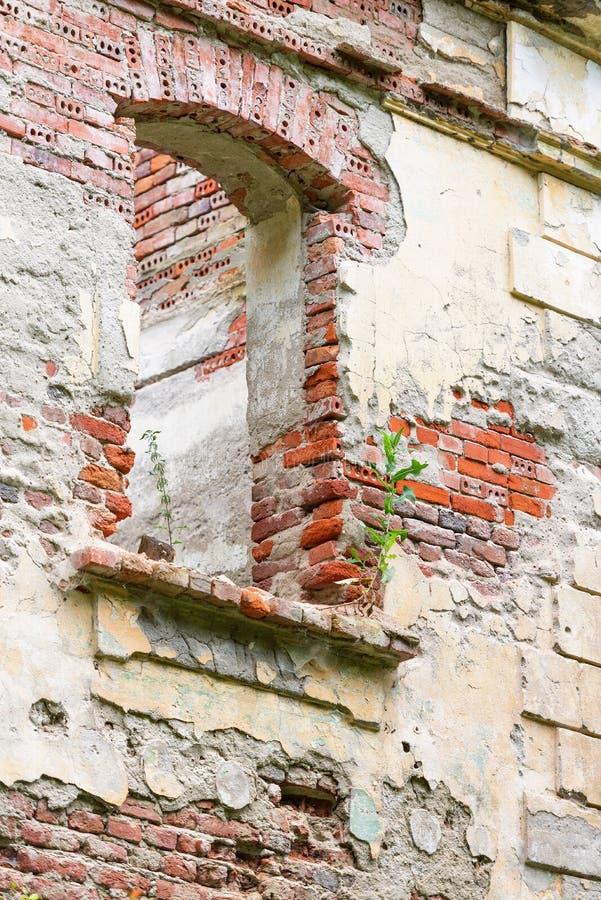 Doric stil för gammal badhusvilla i Moneasa royaltyfri fotografi