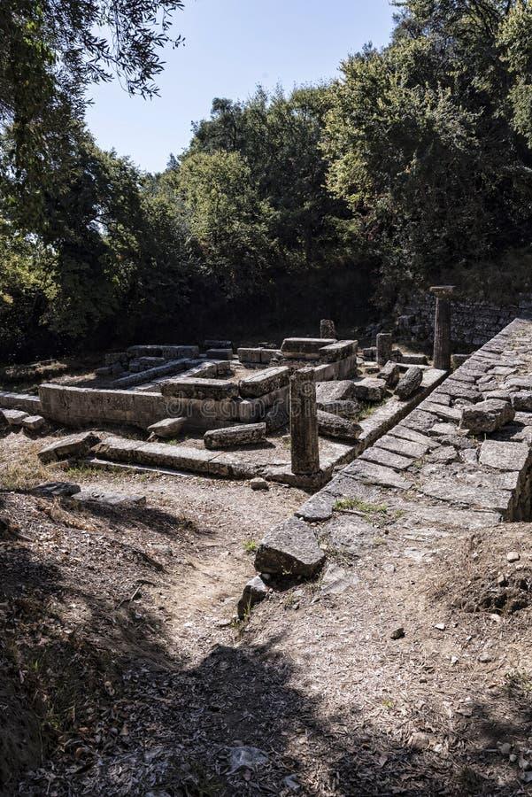 Dorische Tempel in de Gronden van het Mon-Rustpaleis in Korfu Griekenland stock foto's