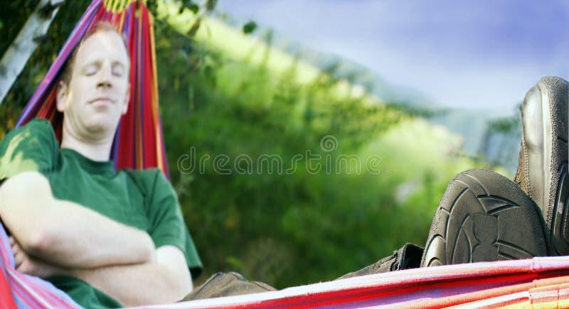 Dormendo in un hummock fotografia stock