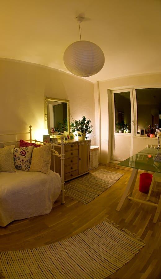 Dormitorio acogedor foto de archivo