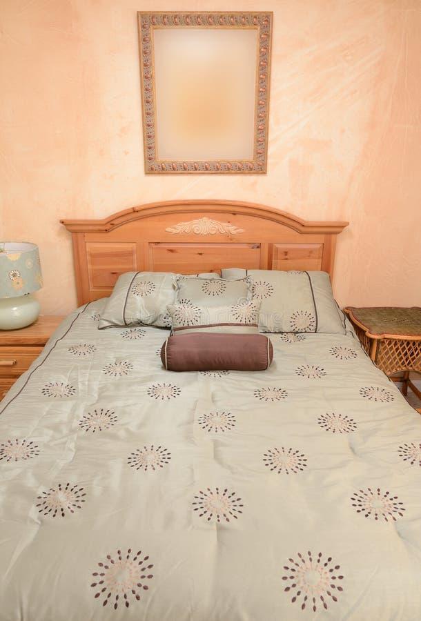 Dormitorio agradable imagen de archivo libre de regalías