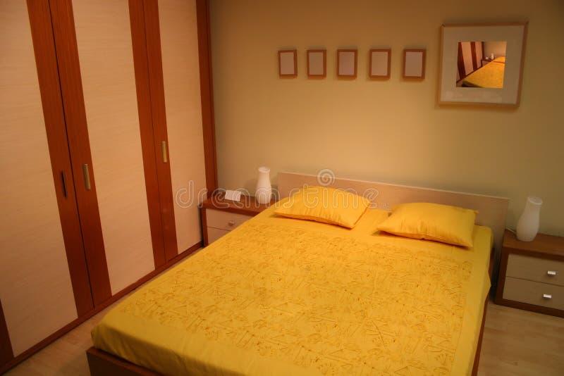 Dormitorio amarillo de Brown imagen de archivo libre de regalías