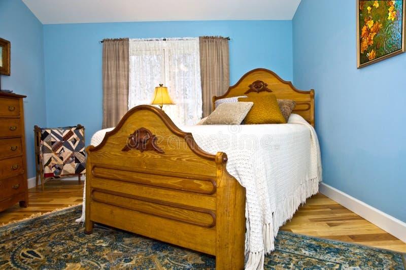 Dormitorio azul imagenes de archivo
