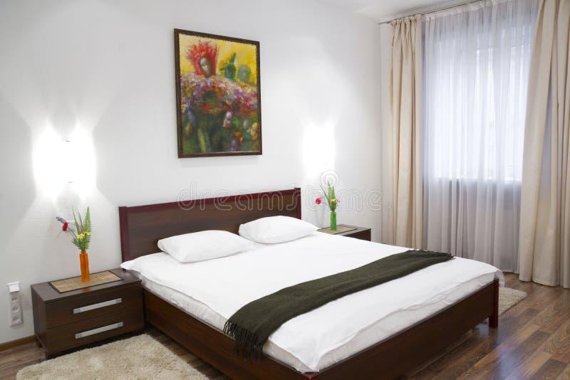 Dormitorio blanco imagen de archivo libre de regalías