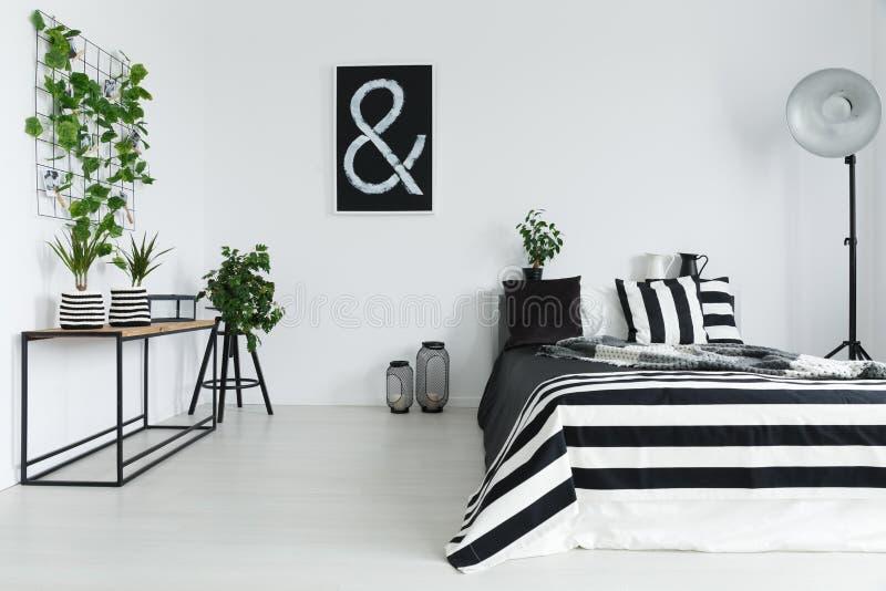 Dormitorio con las plantas imagen de archivo
