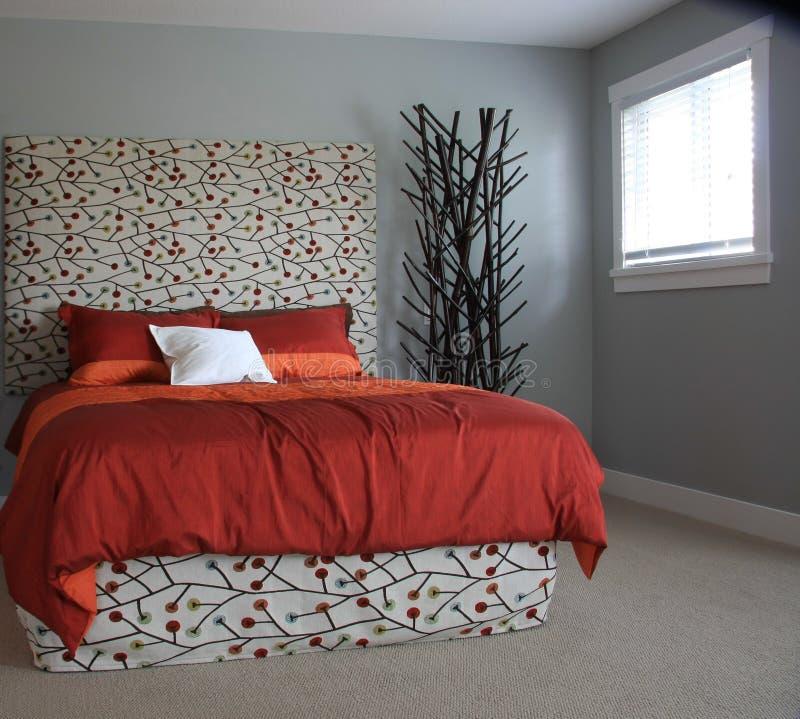 Dormitorio contemporáneo imagen de archivo libre de regalías