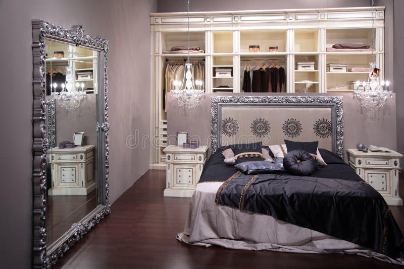 Dormitorio de lujo imagen de archivo libre de regalías