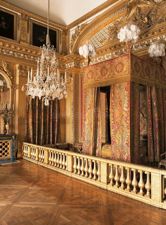Dormitorio de rey Louis XIV en el palacio de Versalles, Francia imágenes de archivo libres de regalías