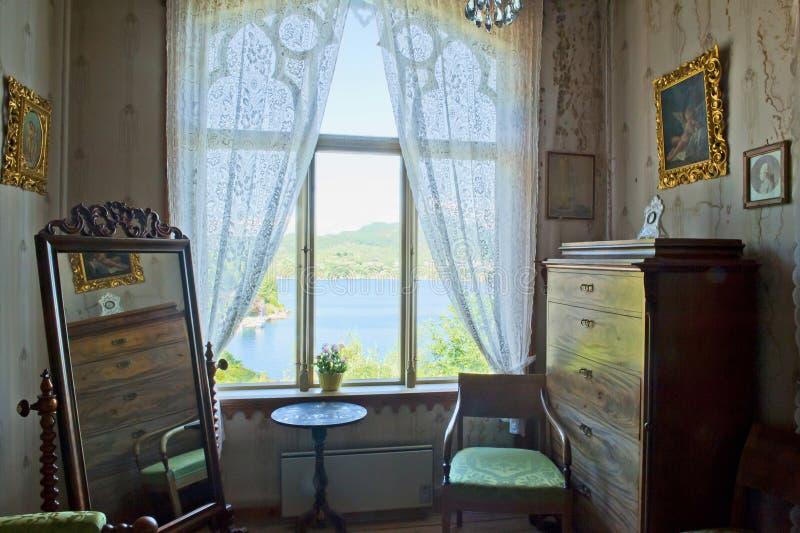 Dormitorio del virtuoso Ole Bull del violín en su chalet en la isla de Lysoen, Bergen fotos de archivo