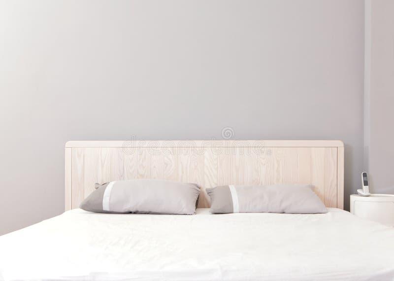 Dormitorio doble moderno imágenes de archivo libres de regalías