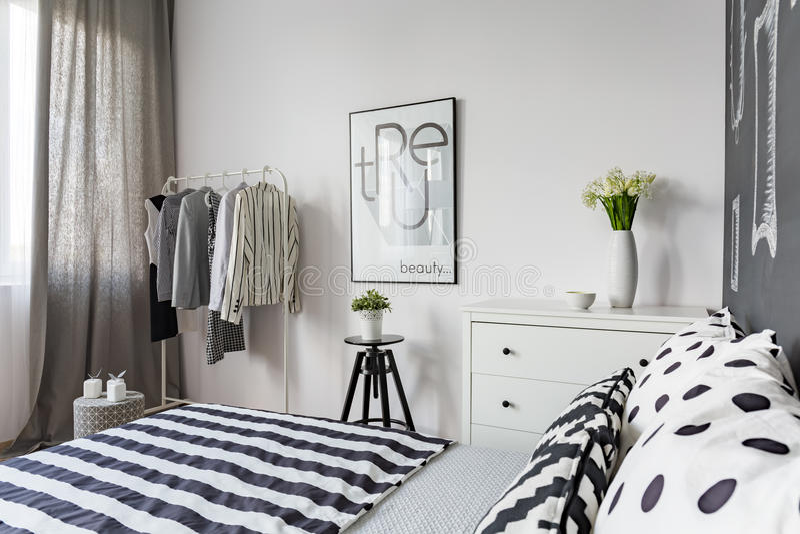 Dormitorio elegante diseñado para la mujer imágenes de archivo libres de regalías