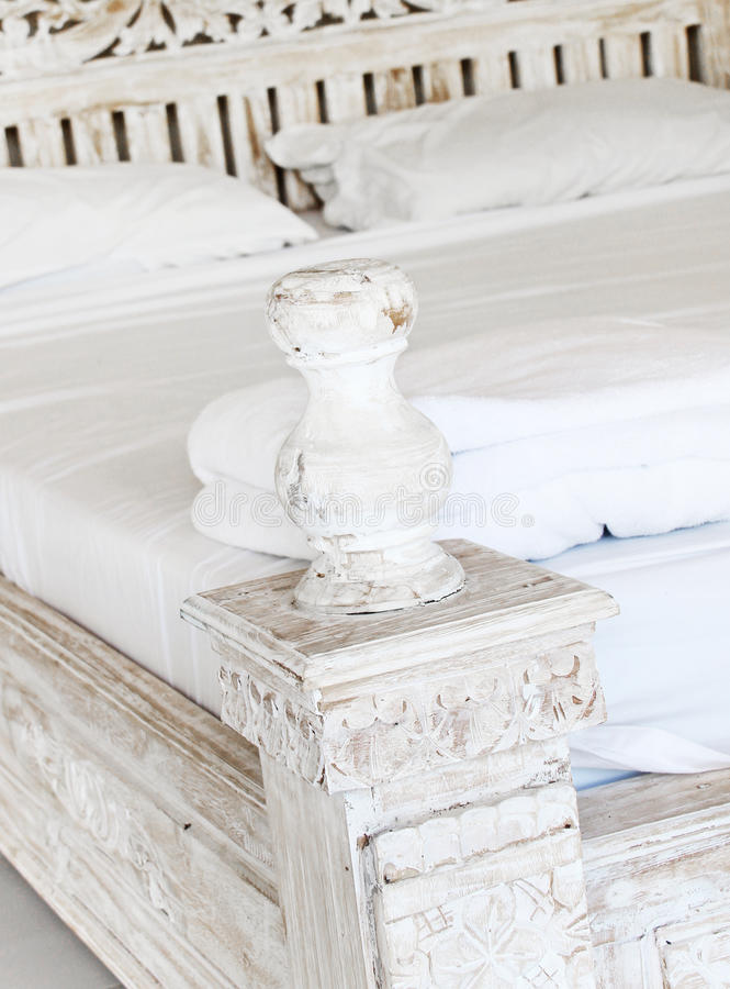 Dormitorio elegante lamentable en un hogar imágenes de archivo libres de regalías