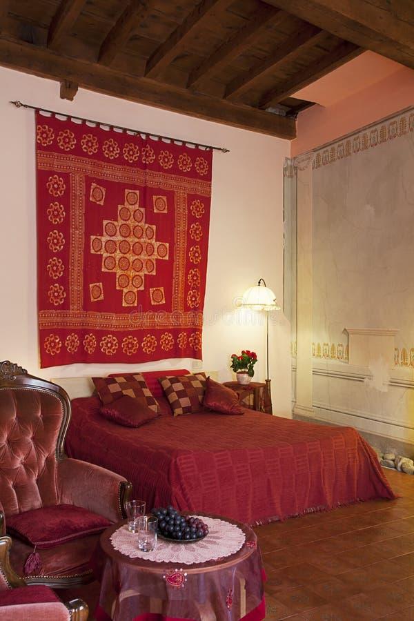 Dormitorio en el estilo de Toscana imágenes de archivo libres de regalías