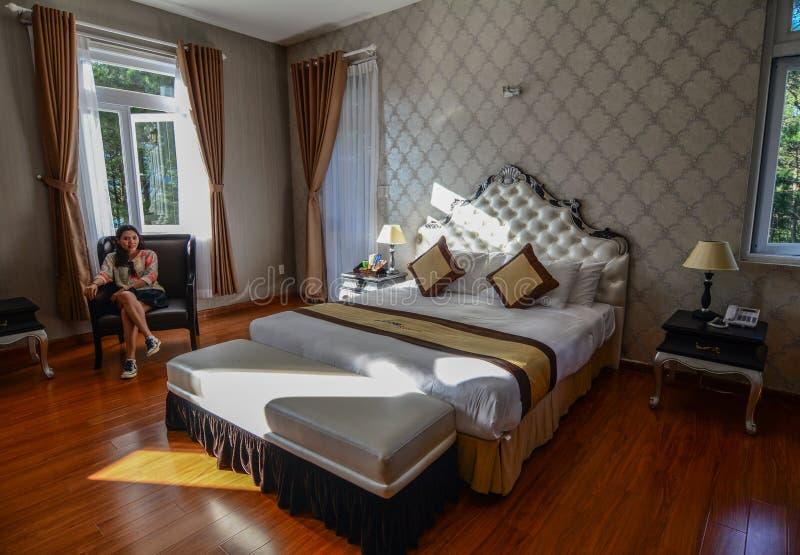 Dormitorio en el hotel de lujo en Dalat, Vietnam imagen de archivo