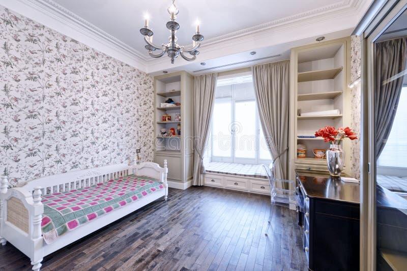 Dormitorio interior del ` s de los niños foto de archivo