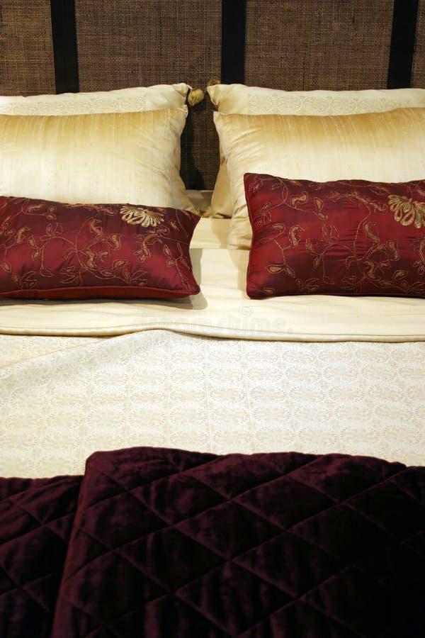 Dormitorio - interiores caseros imágenes de archivo libres de regalías