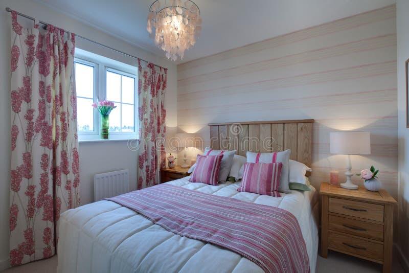Dormitorio moderno compacto imagen de archivo libre de regalías
