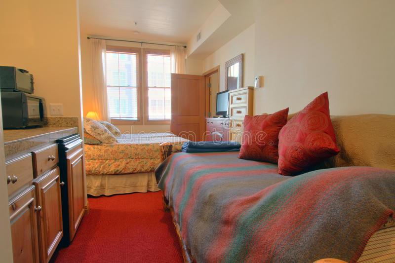 Dormitorio moderno con el sofá imágenes de archivo libres de regalías