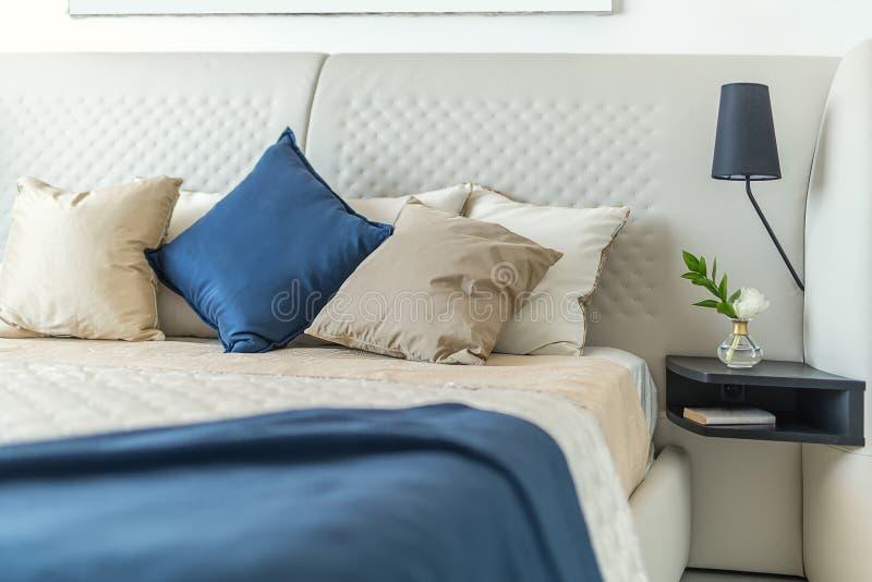 Dormitorio moderno con estilo fotografía de archivo