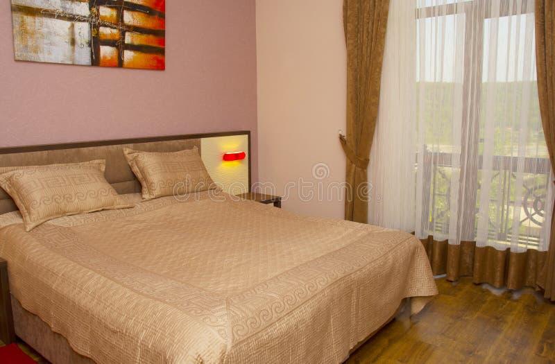 Dormitorio moderno de lujo del estilo imagenes de archivo