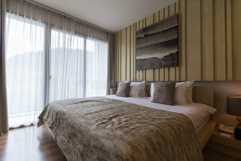 Dormitorio precioso en un hotel foto de archivo