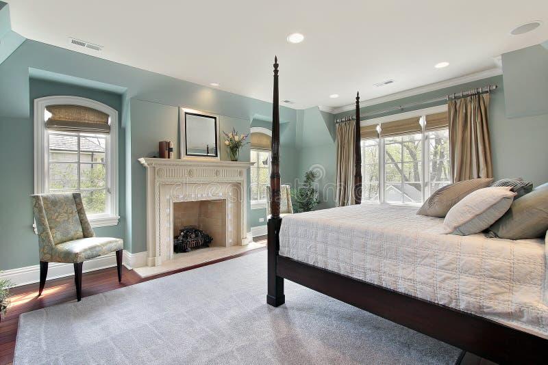 Dormitorio principal en hogar de lujo foto de archivo