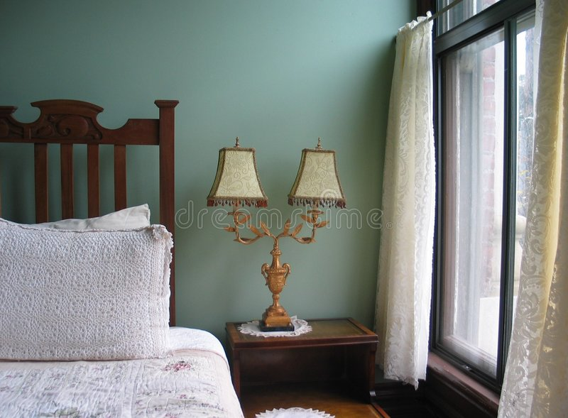Dormitorio sereno imagen de archivo