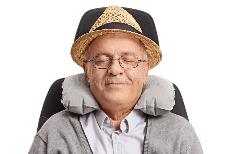 Dorośleć mężczyzna z szyi poduszki dosypianiem zdjęcia royalty free
