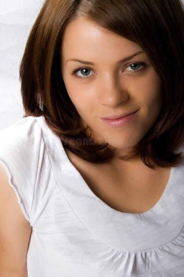 dorosła błękitny brunetka przygląda się żeńskich potomstwa obrazy stock
