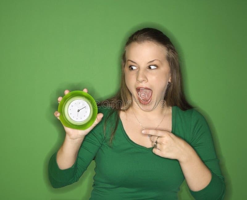 dorosła kobieta zegara wskazuje young zdjęcie stock