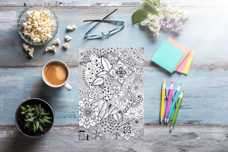 Dorosłe kolorystyk książki, mindfulness pojęcie zdjęcie stock