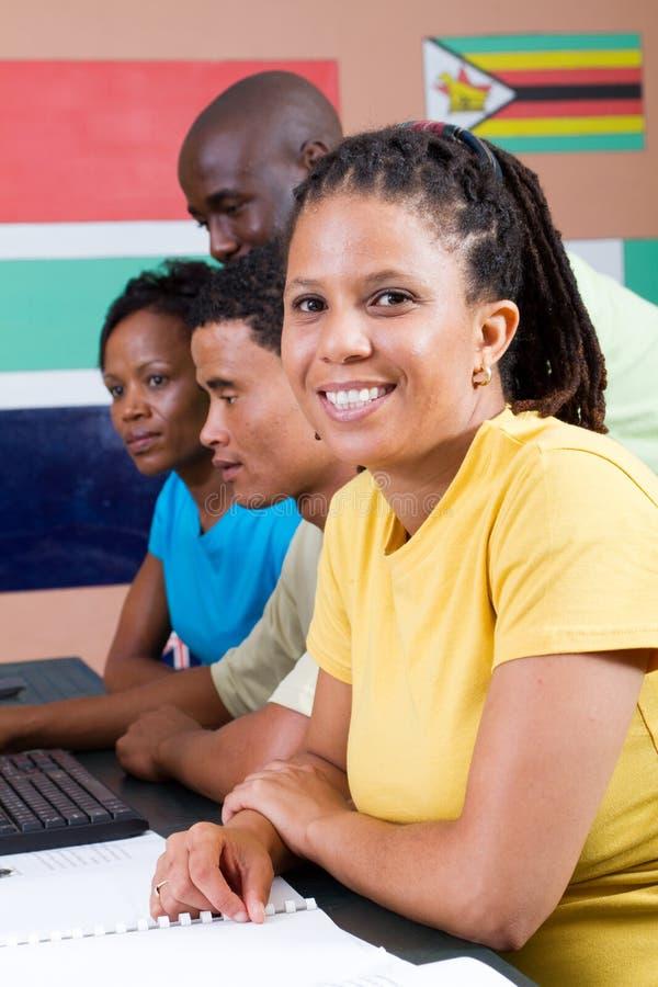 Download Dorosli komputerowi ucznie zdjęcie stock. Obraz złożonej z szczęśliwy - 13326660
