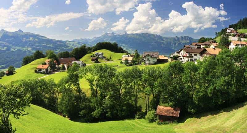 Dorp in de bergen - Vaduz royalty-vrije stock afbeelding