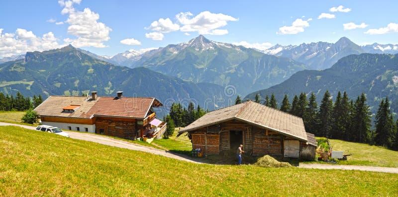 Dorp in de Ziller-vallei Tirol, Oostenrijk stock fotografie
