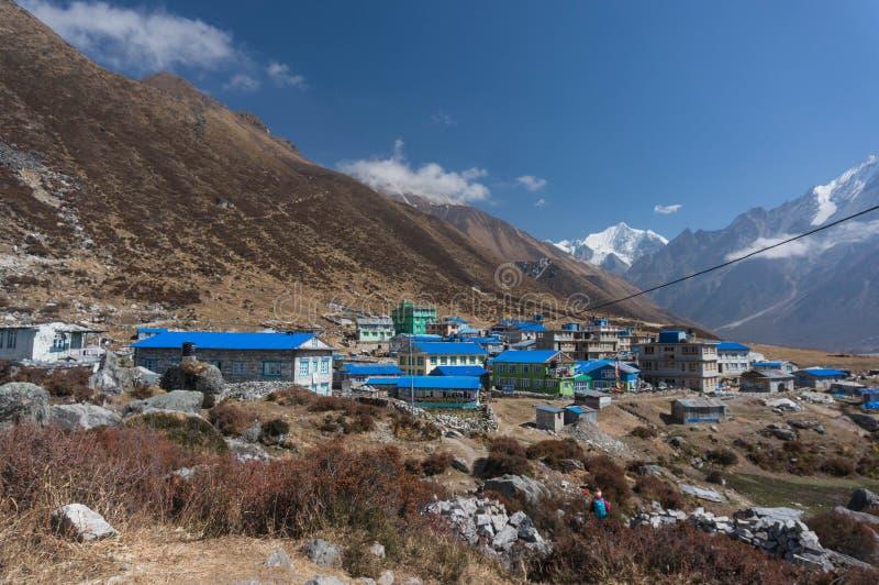Dorp Kyangjin Gompa nepal Weergeven van Kyangjin Ri stock afbeelding