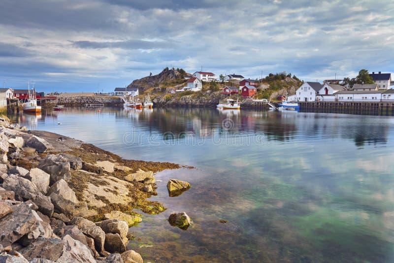 Dorp in Noorwegen stock afbeeldingen