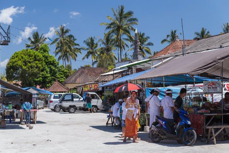 Dorp van Besakih, Bali/Indonesië - circa Oktober 2015: Kant van de wegrestaurant bij dorpsmarkt in Bali, Indonesië stock afbeelding