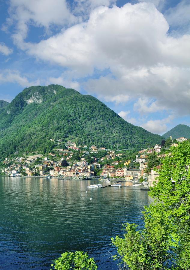 Dorp van Colonno, Meer Como, Lombardije, Italië stock fotografie