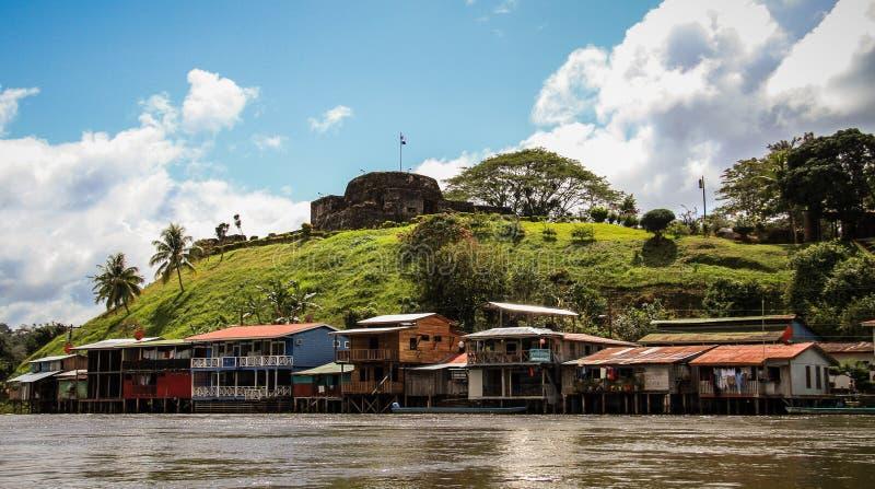 Dorp van El Castillo, Rio San Juan, Nicaragua stock foto's