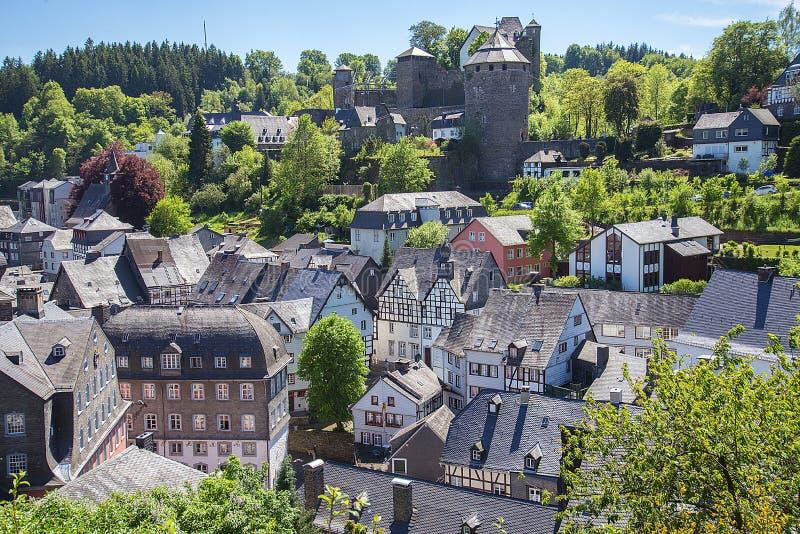 Dorp van Monschau, het Nationale Park van Eifel, Duitsland royalty-vrije stock afbeeldingen
