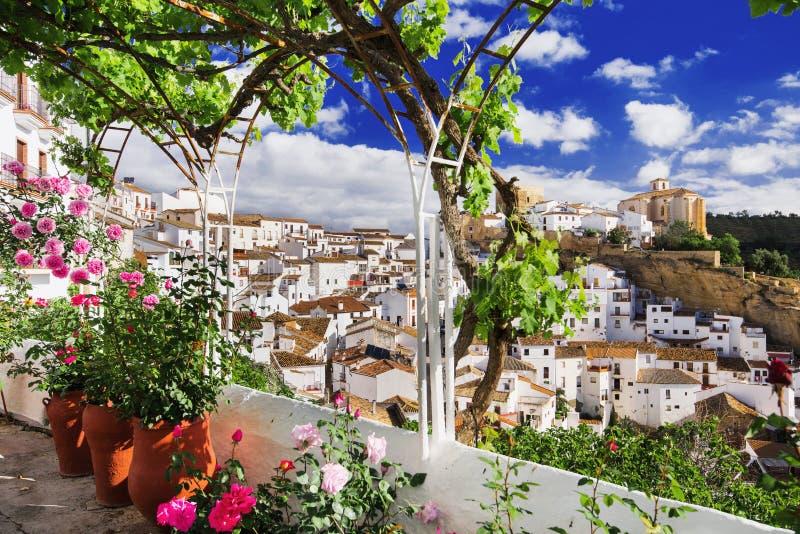 Dorp van Setenil de las Bodegas, één van de mooie witte dorpen Pueblos Blancos van Andalusia, Spanje royalty-vrije stock foto